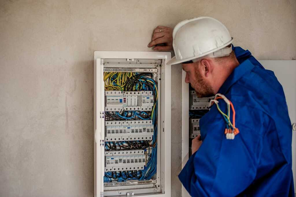 electricians in toronto
