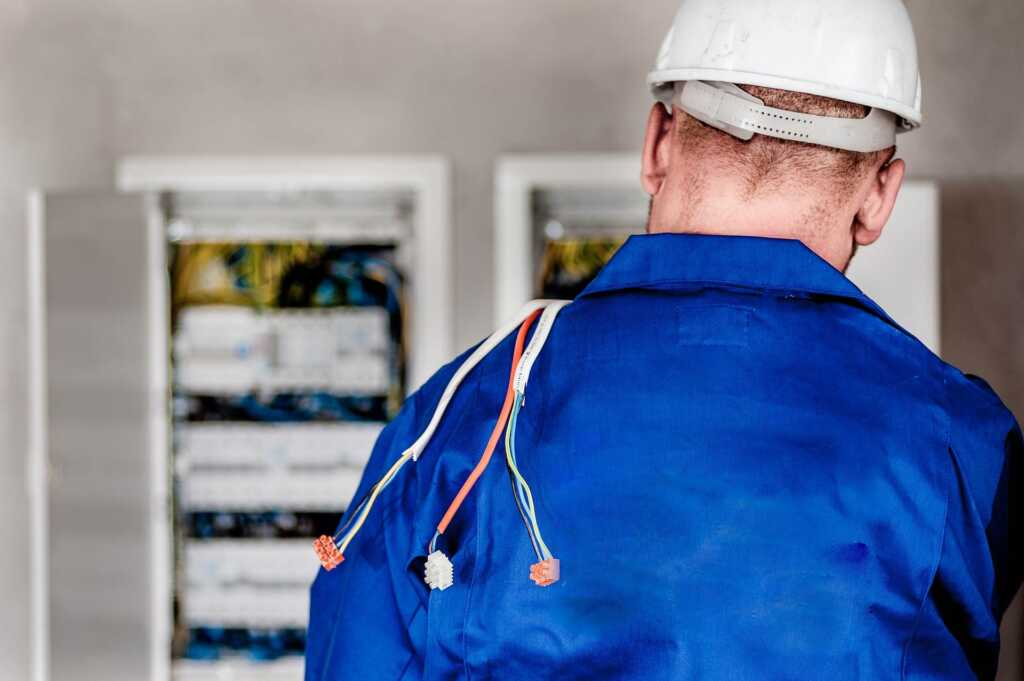 licensed electrician in Etobicoke